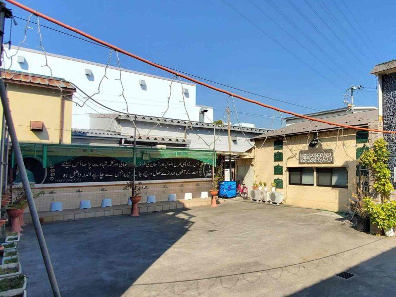 yashio_masjid_courtyard_square